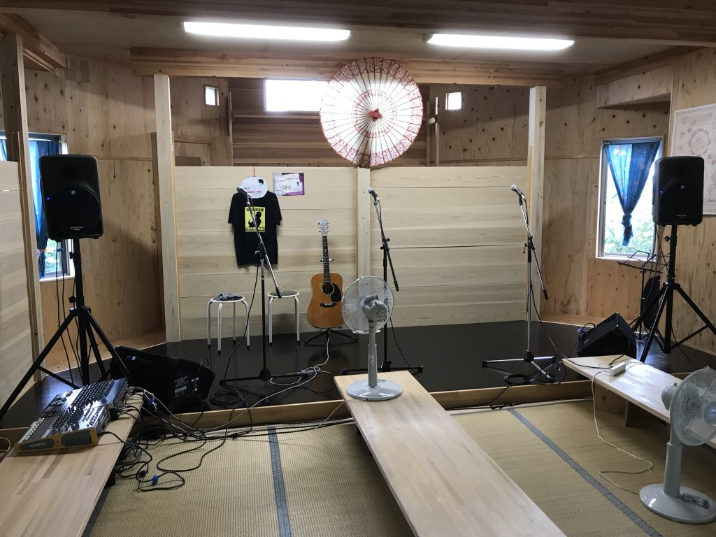 森の音ライブコテージ ステージ